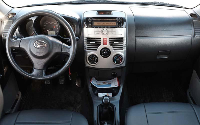 Daihatsu-Terios-4x4-a-milos-car-rental